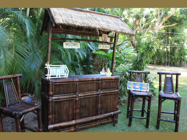 Life is a beach outdoor tiki bar brown bamboo tiki bar for Beach bar ideas
